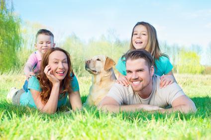 Familie und Hund